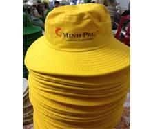 Đặt nón theo yêu cầu của khách hàng